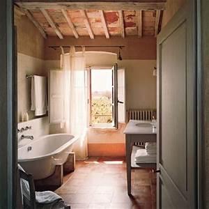 une grande ferme toscane a l39esprit authentique marie With les styles de meubles anciens 9 salle de bain en bois marie claire maison
