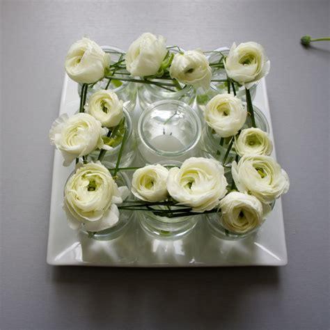 deco pot yaourt verre centre de table r 233 cup et renoncules flor 233 sie wedding d 233 co sony floral