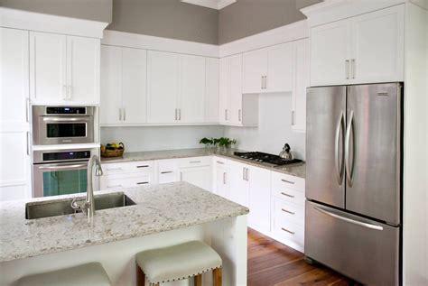 popular kitchen cabinet colors   plain