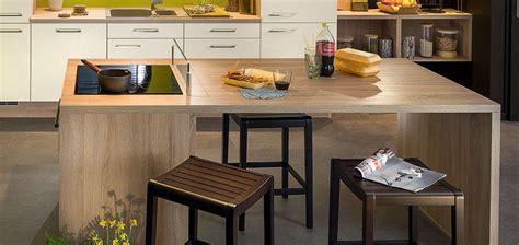 table de travail cuisine nos espaces repas pour votre cuisine équipée