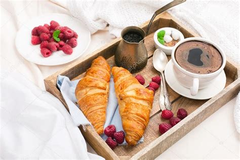Zu Zweit Im Bett by завтрак в постели с чашкой кофе стоковое фото 169 Iuliia