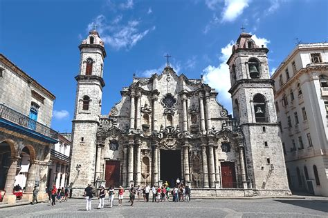 photo plaza de la catedral  havana cuba