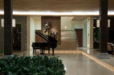 21 Fabulous Modern Homes Showcasing Elegant Pianos