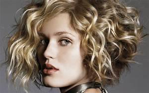 Carré Plongeant Long Bouclé : carre plongeant long cheveux frises au35 jornalagora ~ Melissatoandfro.com Idées de Décoration