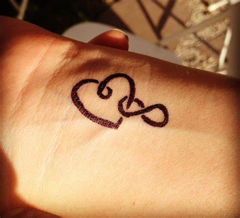tatouage symbole amour famille 1001 id 233 es tatouage amour 233 ternel jusqu 224 l infini