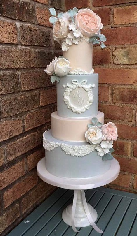 vintage wedding cakes  touch  unexpected romance  glam