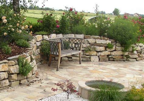 Sitzplatzimgartenmitsteinmauer  Garten Garten