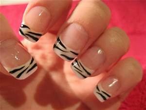 Simple zebra nail art sephorafashion