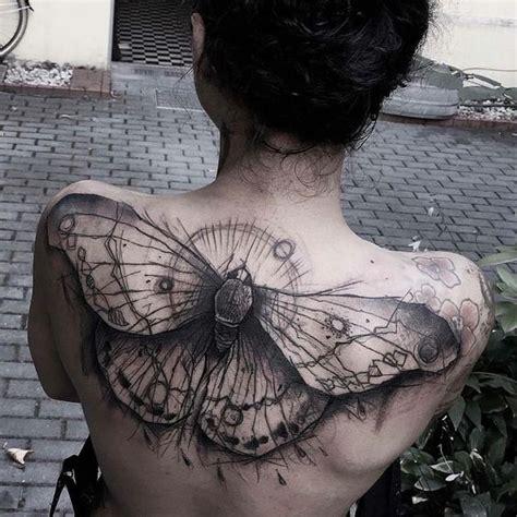 hermosos tatuajes  la espalda alta de las mujeres