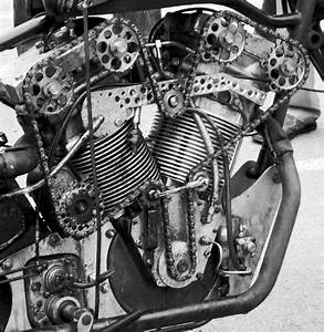Overhead Cam V Twin Engine Chain Drive