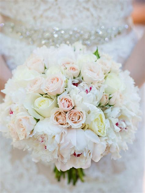 romantic white wedding bouquet ideas