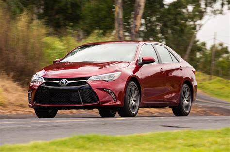 toyota camry xse    test motor trend