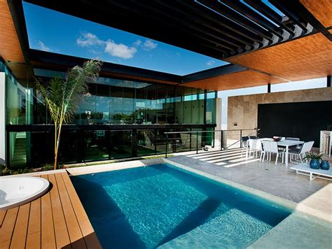 amazing house  seijo peon arquitectos boasts