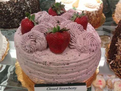 closed strawberry cake - SI - King Kullen