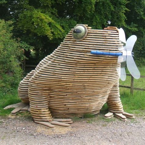Sculpture 'toadstack (giant Wooden Outdoor Squatting Toad