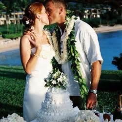 wedding leis wedding traditions hawaiian wedding exchange