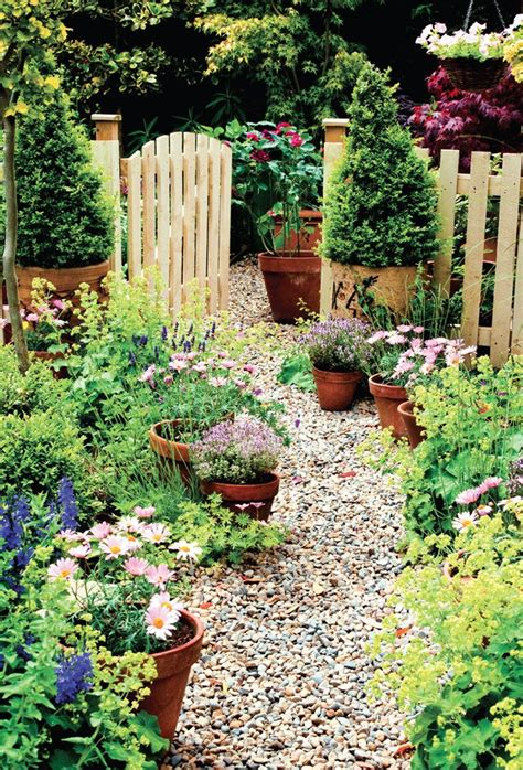 Cottage Style Backyards by 25 Best Ideas About Cottage Gardens On Garden