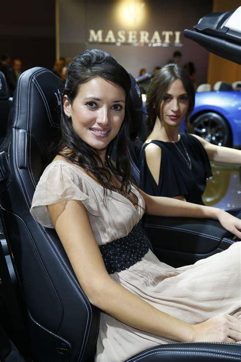 paris motor show girls  picture