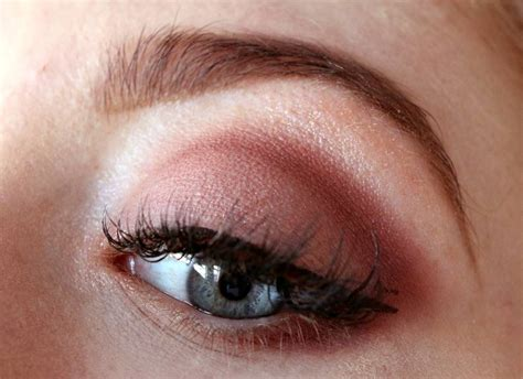 review mac eye shadow   burgundy times