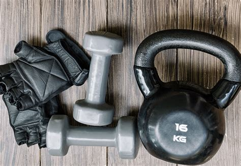 kettlebells kettlebell dumbbells both gloves dumbbell given answer choice think should don go