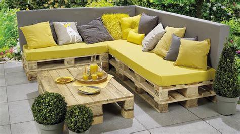canapé fait avec des palettes meuble jardin palette bois inspirations avec banc lounge