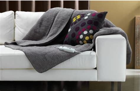 Types Of Heated Throw Blankets What Age Can Child Sleep With Blanket Diy Easy Sew Baby Burnt Orange Throw Australia Chevron Crochet Tutorial How To Make A Knitting Emergency In Hammock Should You Use An Electric When Pregnant