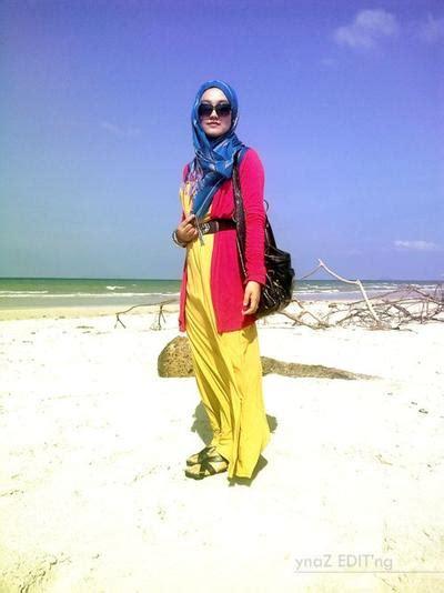 4 Gaya Hijab Photogenic Saat Berlibur ke Pantai | Fashion | beautynesia