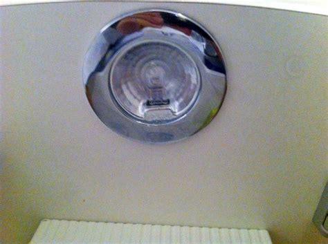 spot sous meuble cuisine forum électricité problème pour changer une oule dans