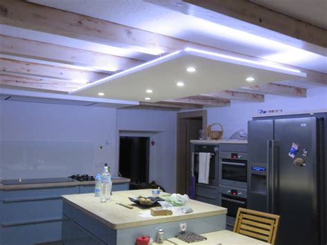plan de cuisines led ruban decoratif downlight eclairage led cuisine salon
