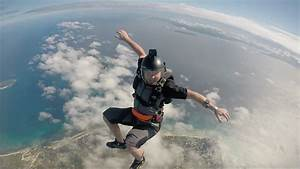 Free Photo  Skydiver