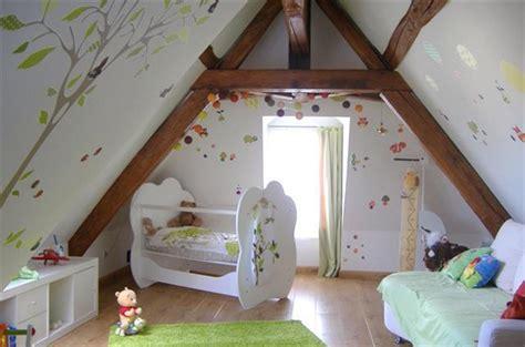 chambre bébé sous pente deco chambre fille sous comble