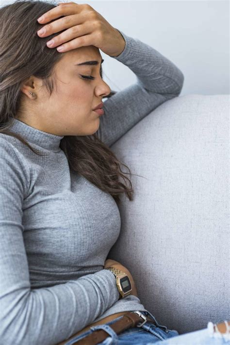 Upper left abdominal pain under ribs: 10 causes