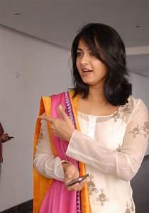 Anushka Shetty Photo Gallery in White Salwar Kameez at ...