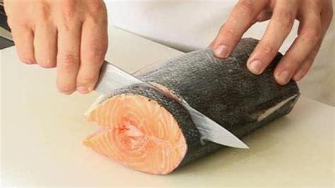 cuisiner un saumon entier comment tailler des darnes de saumon astuce cuisine vins