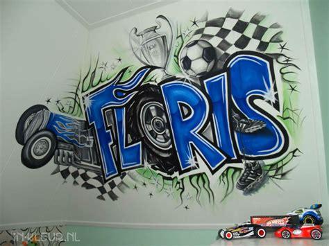 jongenskamer met naam  graffiti letters voetbal en hot