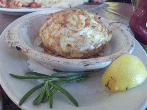 restaraunts    maryland crab cakes