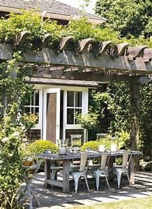 schoner garten und toller balkon gestalten ideen und With französischer balkon mit rustikaler holztisch garten