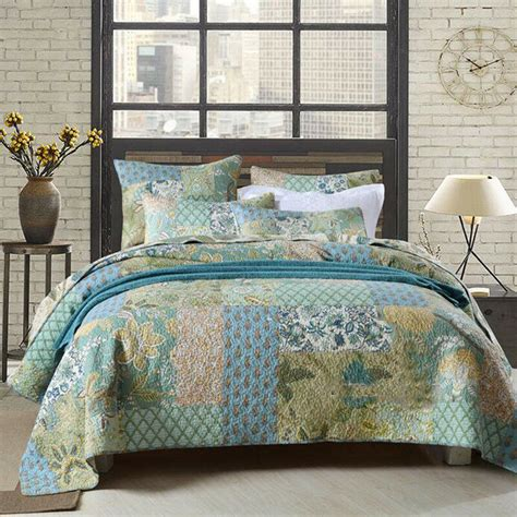 Size Bedspreads And Quilts by Floral Patchwork Quilted Bedspreads Set King Size