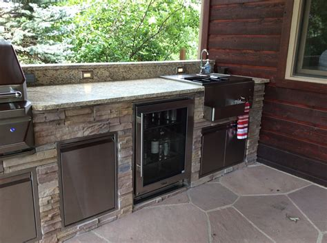 Outdoor-beverage-center-made-to-maintain-degree-temps