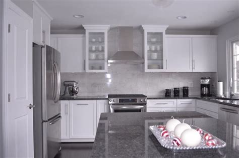 White Cabinets Gray Countertops by White Kitchen Cabinets With Gray Granite Countertops Grey
