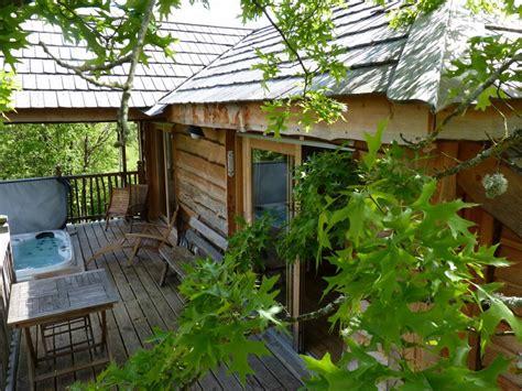 chambre dans les arbres cabanes dans les arbres location cabane insolite