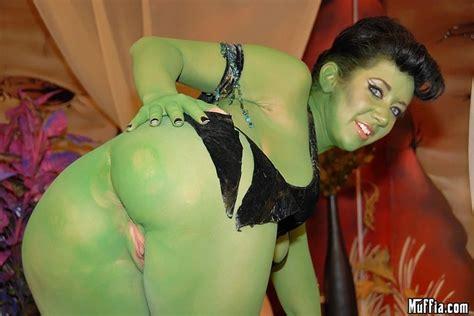 Xpics Me वर्दी Jayden Jaymes Plays A Horny Green Alien