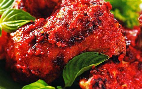 Menu ayam goreng ini bisa kamu sajikan untuk makan malam yang simpel. Resep Ayam Bakar Bumbu Merah | Edukasi Blog