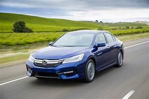 Honda Hybride 2017 : 2017 honda accord hybrid almost emission less almost transmission less the fast lane car ~ Dode.kayakingforconservation.com Idées de Décoration