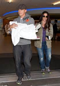 Alanis Morissette announces she is expecting 2nd child ...