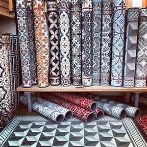 Tapis Vinyl Salon : les tapis beija flor cr s partir de vinyle industriel ~ Melissatoandfro.com Idées de Décoration