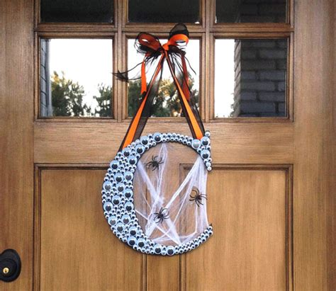 halloween monogram wreath    googly eyes diy