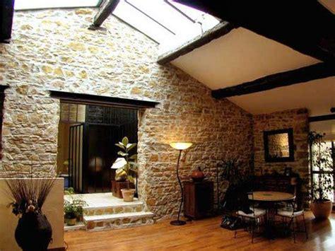 deco chambre avec poutre apparente ouverture mur porteur loft en dorées galerie decarts