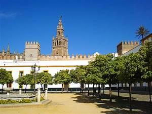 El Patio de Banderas en Sevilla