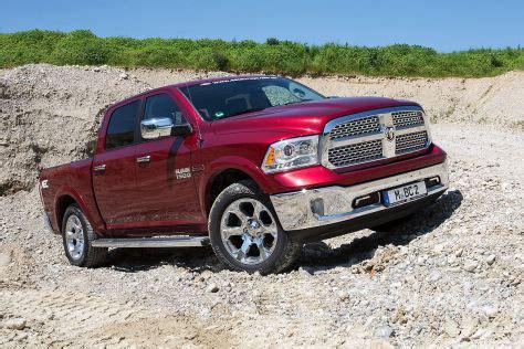 diesel pick  im test dodge ram  crewcab autobildde